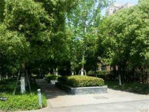 毗邻九莲塘公园