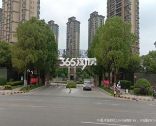 九龙湖<font color=red>藏龙御景</font>3室2厅2卫133平米整租精装