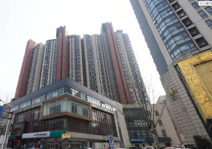 五岳国际公寓2室2厅1卫82平方产权房精装