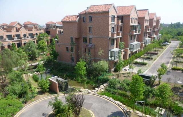 翠屏城4室2厅2卫117平米毛坯产权房2013年建