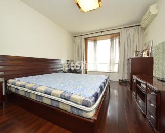 天地新城4室2厅2卫157平米豪华装产权房2004年建