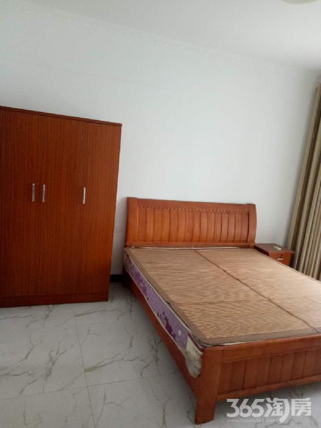 桂海世贸广场3室2厅2卫105�O整租中装