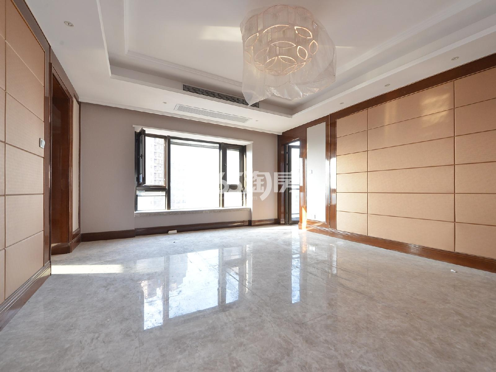 恒大华府4室2厅2卫200平米2017年产权房精装