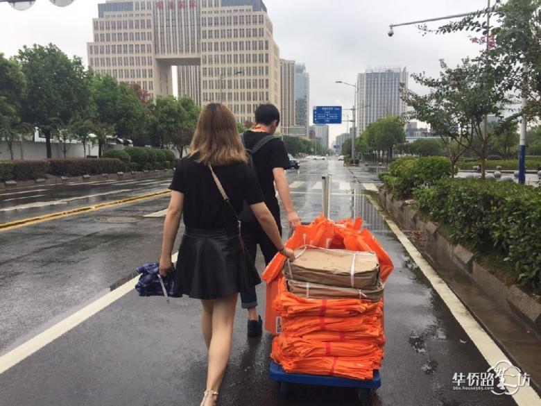 【8月12日看房团回顾】滂沱大雨何惧!冒雨也要去看房,今天34家售楼处挤满了人!