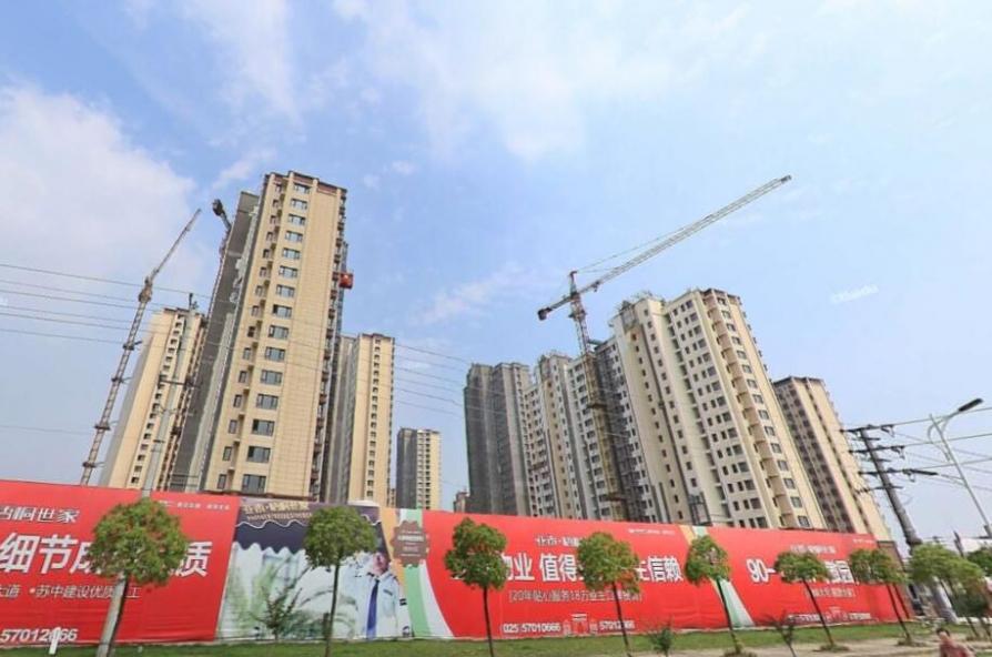 亚泰梧桐世家2室2厅1卫98平米简装产权房2012年建