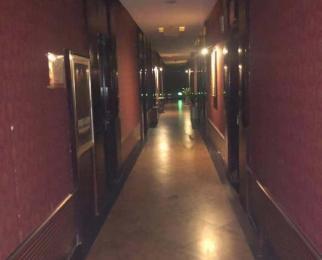 利奥大厦裙楼2700平米新模范马路地铁站旁100米临街商铺