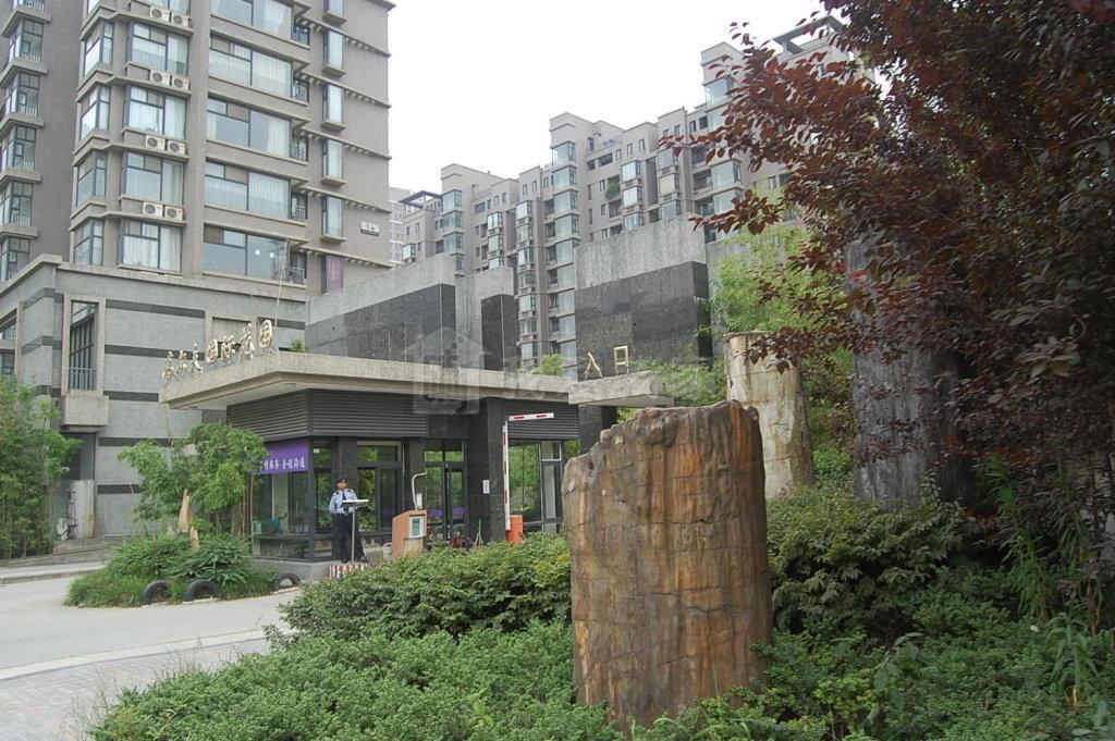 江宁区百家湖高尔夫国际花园143.00㎡豪华装3室2厅