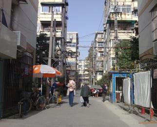 三牌楼大街临街二楼旺铺出租租金低行业不限欢迎实地看房 急租