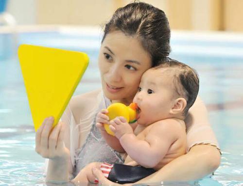 【丫妈实探】悠游子鱼亲子游泳馆——专业的外教、安全的水质,因为专业所以有效!