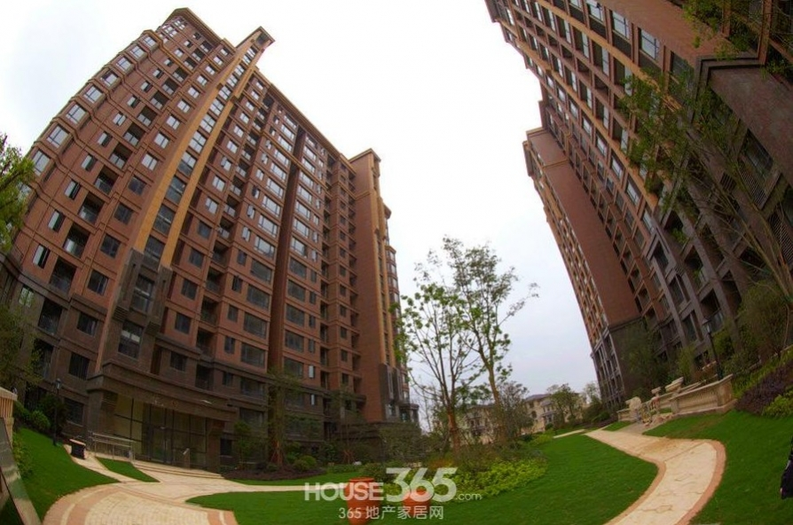 鸿瑞熙龙湾3室2厅2卫157平米毛坯产权房2010年建满五年