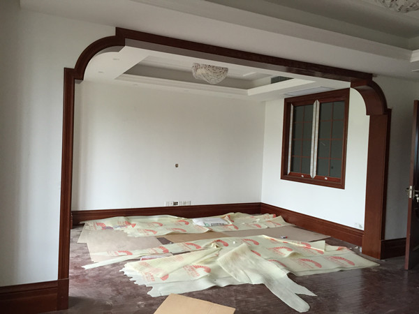 南园楼梯木门护墙板踢脚线安装进行时