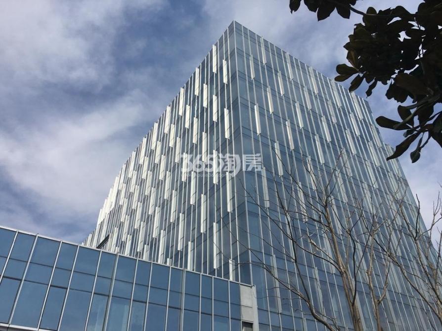 绿地之窗120㎡整租豪华装6.6米挑高朝南