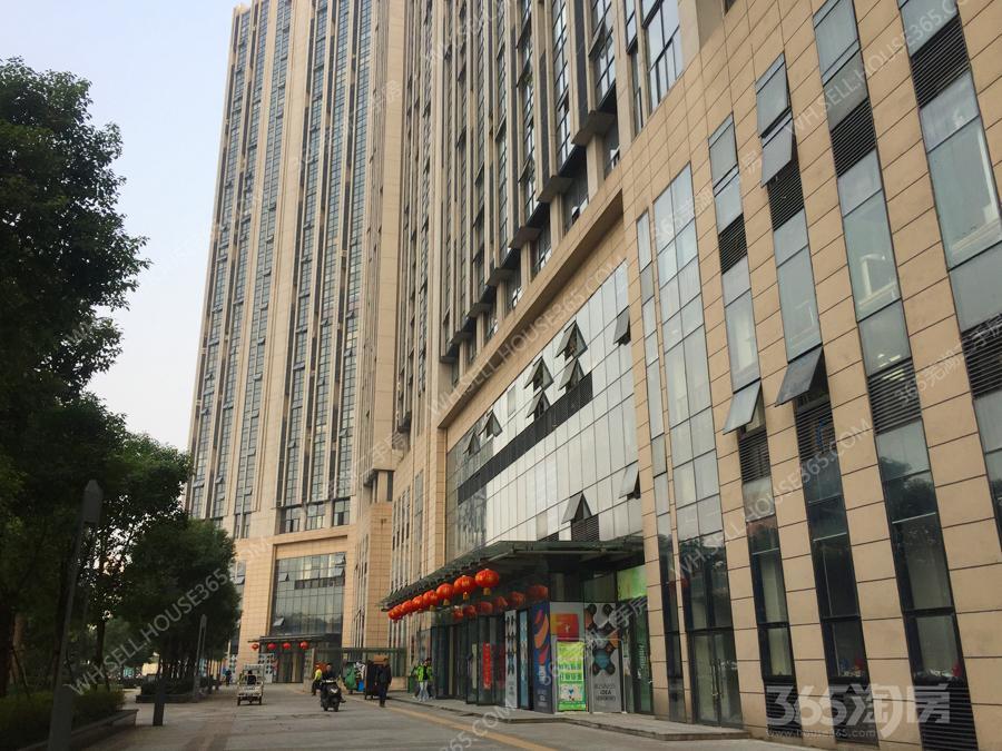 绿地新都会办公写字楼层高4.8米已隔好两层装修全配