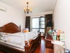 奥体 仁恒江湾城 黄金楼层 婚装两居室 满两年520万 看房方便